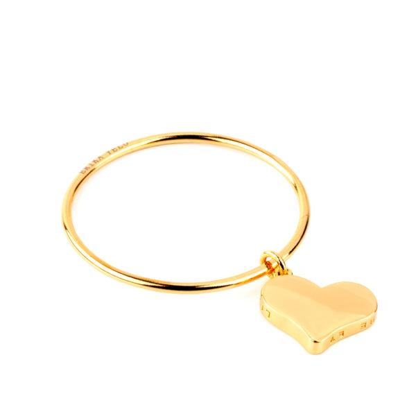 Pulsera Bangle de bronce con baño de oro amarillo 24k. y dije Corazón Liebe de bronce con baño de oro amarillo 24k.