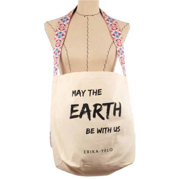 Bolso messenger elaborado con algodón natural 100% orgánico e impresos con tintas biodegradables.