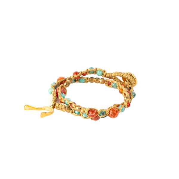 Pulsera Rosario Tibetano con ágatas y jades verdes entrelazados con dije mini Wishbone de bronce con baño de oro amarillo 18k.