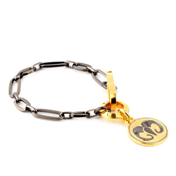 Pulsera Zodiac All Night de bronce con baño titanio y medalla y broche en oro amarillo 24k.